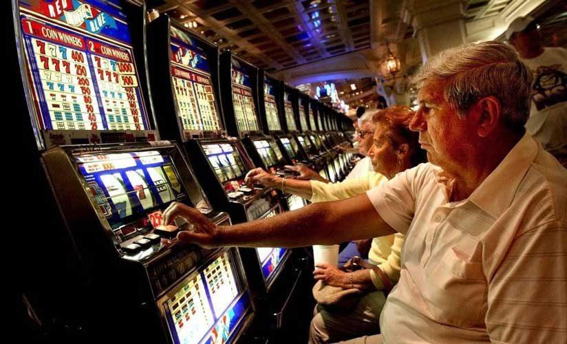 В России хотят лишать прав на алименты стариков, за пристрастие к азартным играм
